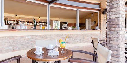 Poolbar på hotell Triton i Agii Apostoli, Kreta.