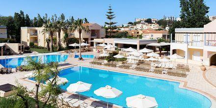 Poolområde på hotell Triton i Agii Apostoli, Kreta.