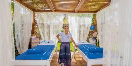 Massage på Tsilivi Beach på Zakynthos, Grekland.