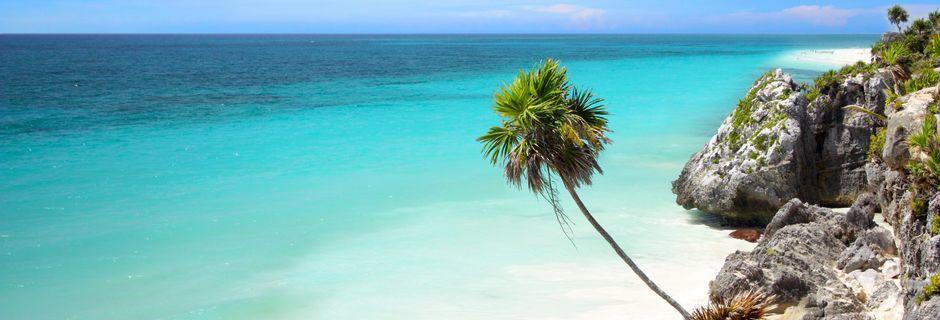 Stranden i ruinområdet Tulum på Riviera Maya.