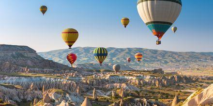 Kappadokiens kanske mest fotograferade motiv - ballongfärder i soluppgången.