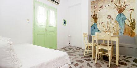 Enrumslägenhet på hotell Tzortzis i Kamari på Santorini.