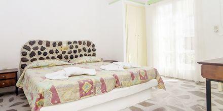 Tvårumslägenhet på hotell Tzortzis i Kamari på Santorini.