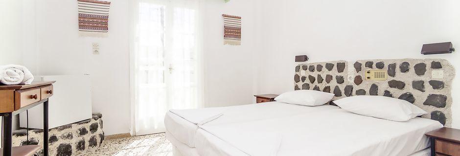 Dubbelrum på hotell Tzortzis i Kamari på Santorini.