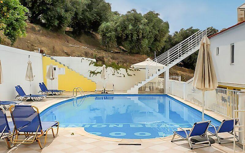 Poolområde på hotell Valtos Ionion i Parga.