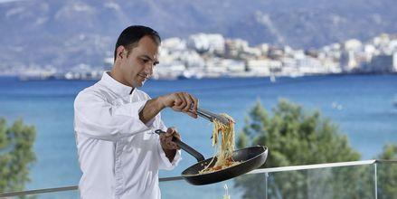 Showcooking på hotell Vasia Ormos i Agios Nikolaos på Kreta, Grekland.