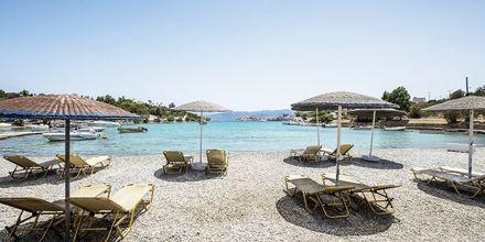 Stranden vid hotell Vasia Ormos i Agios Nikolaos på Kreta, Grekland.
