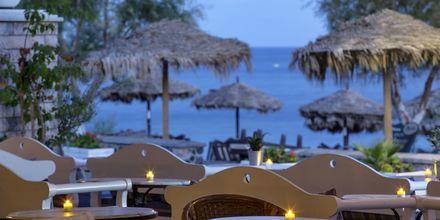 Baren på hotell Veggera på Santorini, Grekland.