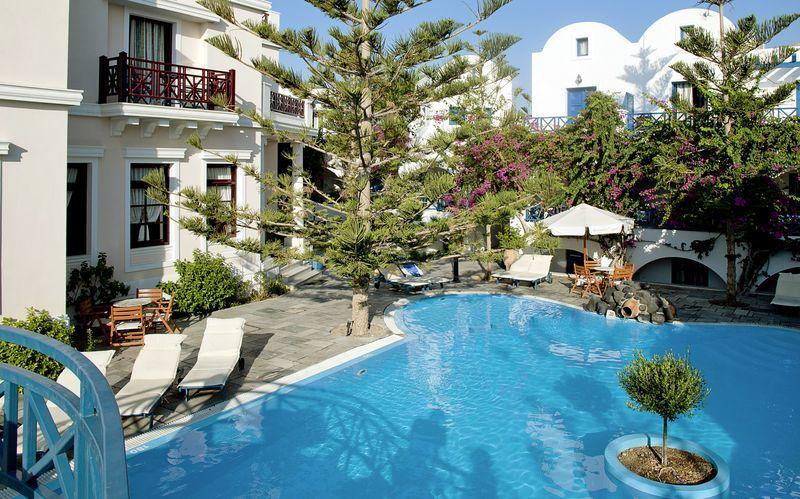 Poolen på hotell Veggera på Santorini, Grekland.