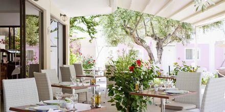 Restaurang på hotell Venezia i Karpathos stad, Grekland.