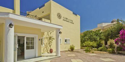 Entrén på Hotell Vergina, Karpathos Stad, Grekland.