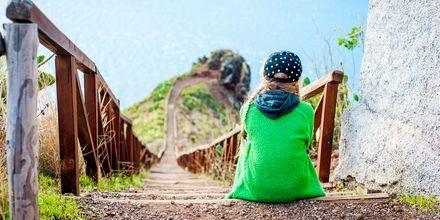 Vandring i kuperad terräng på Madeira.