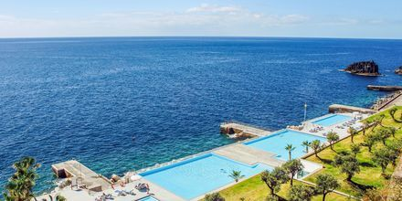 Poolområde på VIDAMAR Resorts Madeira, Portugal.