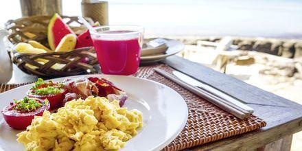 Frukost på stranden i Phu Quoc i Vietnam.