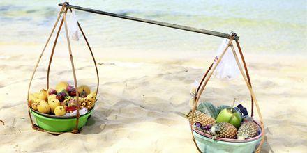 Färsk frukt säljs på stranden på Phu Quoc i Vietnam.