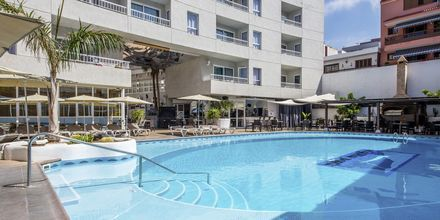 Poolområde på hotell Vigilia Park i Los Gigantes på Teneriffa, Kanarieöarna.