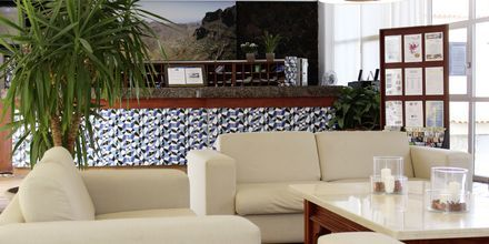 Reception på hotell Vigilia Park i Los Gigantes på Teneriffa, Kanarieöarna.
