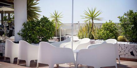 Poolbar på taket på hotel Vigilia Park i Los Gigantes på Teneriffa, Kanarieöarna.