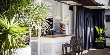 Bar på hotell Vigilia Park i Los Gigantes på Teneriffa, Kanarieöarna.