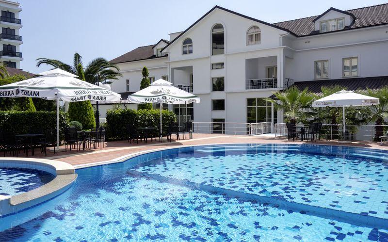Poolen på hotell Vila Duraku i Saranda, Albanien.