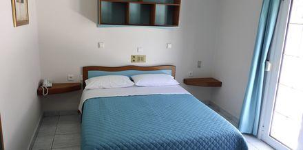 Enrumslägenhet på hotell Villa Andreas i Ammoudia, Grekland.