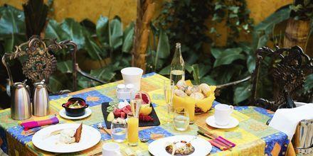 Frukost på Villa Cortés i Playa de las Americas, Teneriffa.