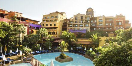 Poolområde på hotell Villa Cortés i Playa de las Americas, Teneriffa.