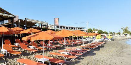 Strand vid Villa Dora i Platanias på Kreta, Grekland.