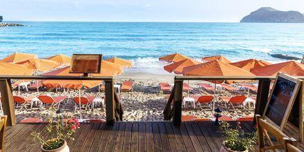 Stranden vid Villa Dora i Platanias på Kreta, Grekland.