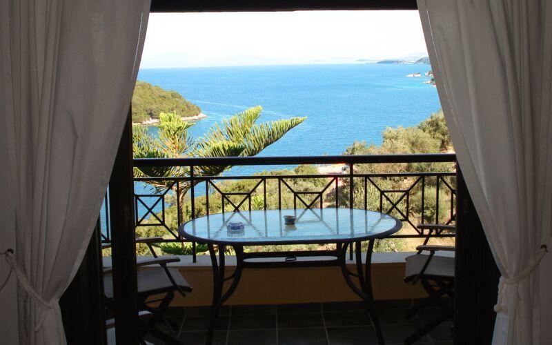 Utsikt från hotellets lounge, hotell Villa Heivi, Sivota.