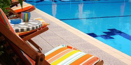 Poolområdet på hotell Villa Marie i Sivota, Grekland.