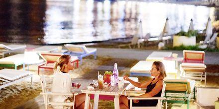 Njut av en cocktail på Villa Rossa Area Boutique Beach Resort i Parga.