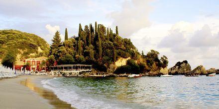 Stranden vid Villa Rossa Area Boutique Beach Resort i Parga.