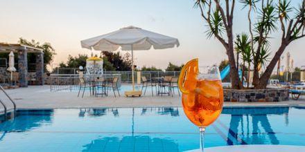 Poolområde på Villa Vicky i utkanten av Hersonissos, Kreta.