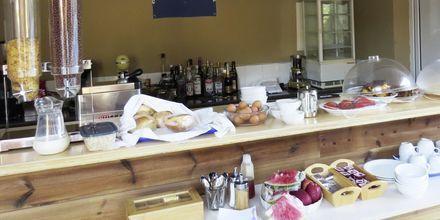 Frukost på hotell Vliho Bay Boutique Hotel på Lefkas, Grekland.