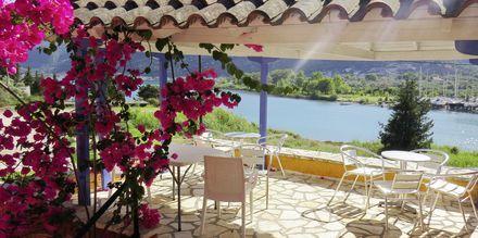 Frukostområdet på hotell Vliho Bay Boutique Hotel i Lefkas, Grekland.