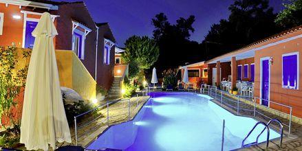Kväll på hotell Vliho Bay Boutique Hotel på Lefkas, Grekland.