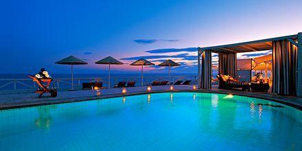 Pool på hotell Notos Therme & Spa i Vlychada.