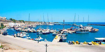 Hamnen i Vlychada på Santorini, Grekland.