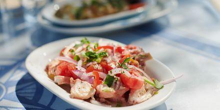 Njut av god mat i Votsalakia på Samos.