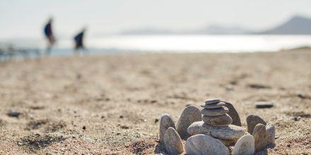 Känn sanden mellan tårna i Votsalakia på Samos, Grekland.