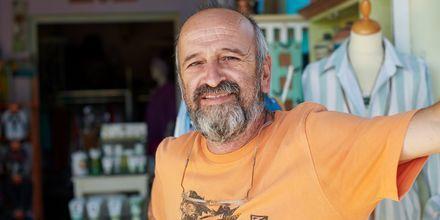 Passa på att köpa med dig en fin souvenir hem från din semester på Samos.