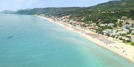 Den långa stranden i Vrachos, Grekland.