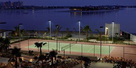 Tennisbanan på hotell Waldorf Astoria Dubai Palm Jumeirah i Dubai, Förenade Arabemiraten.