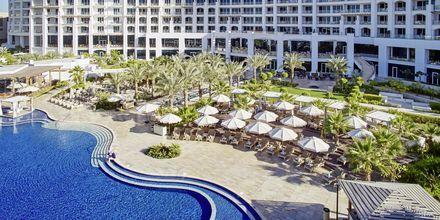 Poolområde vid hotell Waldorf Astoria Dubai Palm Jumeirah i Dubai.