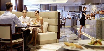 Hotellets bufférestaurang, Mezzerie, på hotell Waldorf Astoria Dubai Palm Jumeirah i Dubai.