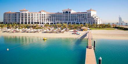 Strand och brygga vid hotell Waldorf Astoria Dubai Palm i Dubai.