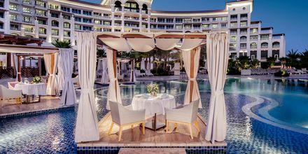 Romantisk middag på Palm Avenue på hotell Waldorf Astoria Dubai Palm Jumeirah i Dubai.