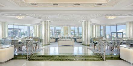 Bufférestaurangen Qasr Al Bahar på Waldorf Astoria Ras Al Khaimah.