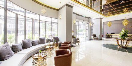 Lobbyn på hotell Well i Bangkok, Thailand.